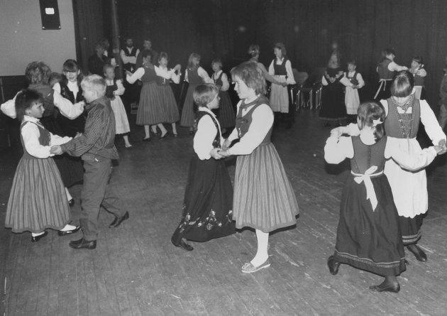 Det var mange som svingte seg under Hærland BUs Vårkonsert i 1988.