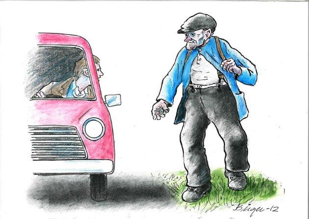 HARD TIL Å GÅ: Når gamle Helje gikk etter veien, var det første vi fikk øye på en gråslitt ryggsekk med skinnreimer.