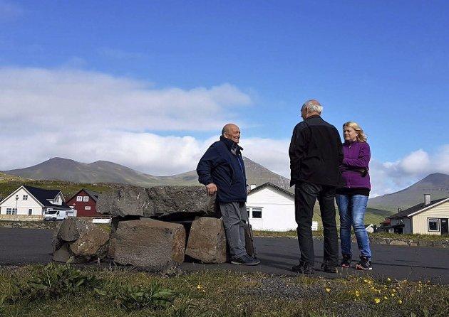 MØTE: Det var lett å komme i kontakt med færingane og mange menn hadde segla på norske fartøy. Ved Eiði på Eysturoy trefte vi ein 80-åring som hadde vore maskinist og chief på norske skip i ein mannsalder.
