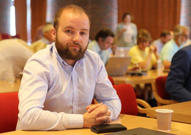 SNAKKAR DEI FOR STAVANG? Jon Valur Olafsson er kritisk til korleis Utdanningsforbundet stiller seg til Kinn kommune sine budsjettframlegg om millionkutt i skulebudsjetta og nedlegging av grendaskular.