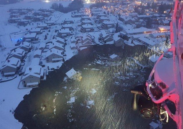 RAMMET LOKALSAMFUNNET: Sju personer er funnet omkommet og tre er fortsatt savnet etter at flere boliger på Ask i Gjerdrum raste ut i et stort leirskred 30. desember.