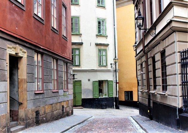 Mange byområder i Sverige er nå nærmest folketomme på kveldstid, da mange svensker føler seg utrygge.