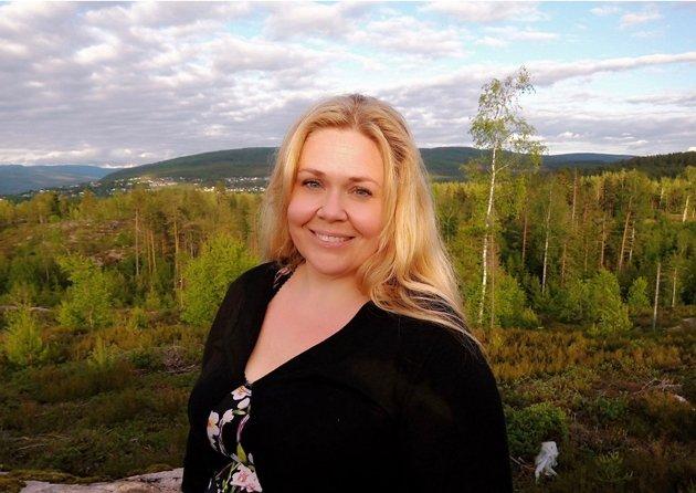– Norge er det eneste landet i Norden som ikke har funnet en løsning så kjære og nære kan treffes, og dessverre virker det ikke som om det jobbes med saken heller, skriver Malin Biller. Her fra i fjor sommer, hos kjæresten sin i Norge, etter lang tids avstand fra hverandre.
