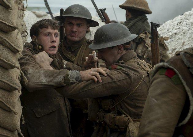 Schofield (George MacKay, til venstre) gjør en formidabel jobb som soldat på vei med livsviktig informasjon om de alliertes fiender.