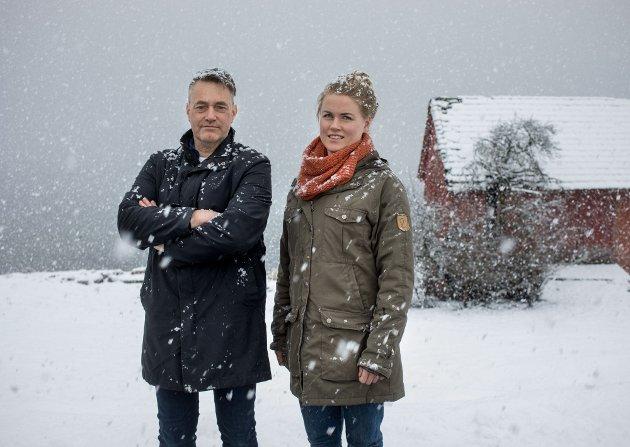 Marius Langballe Dalin og Marièl Eikeset Koren, 1.- og 2.- kandidat til Stortinget for MDG, ved småbruket til Marièl på Sørstranda i Gloppen