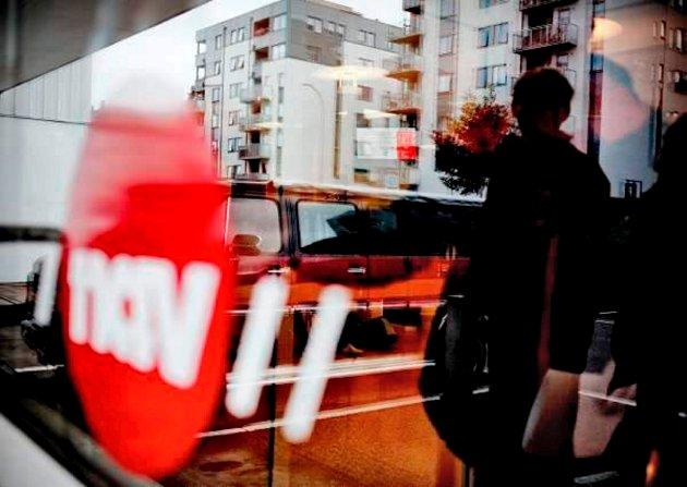 FORTSATT PÅ PAPIR: Svein Roald Hansen og Arbeiderpartiet vil la pensjonister fortsatt få pensjonsslippen på papir. De har satt av 10 millioner kroner til dette.