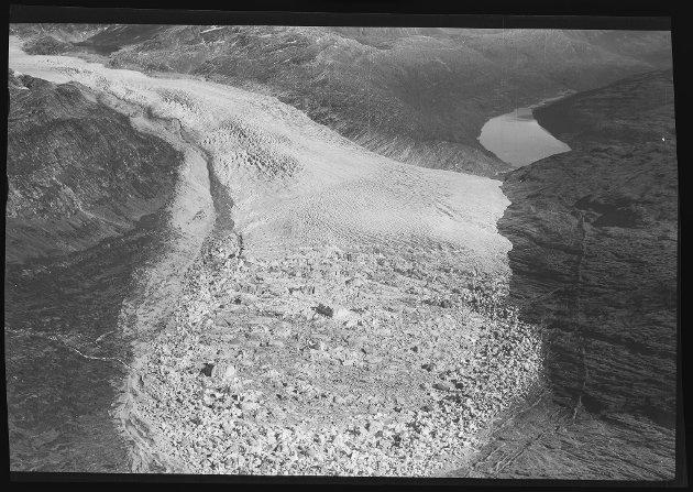 Flyfoto av Svartisen fra 1948, -52, -53 og 1968