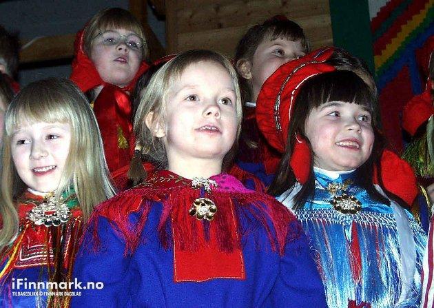 """90-TALLET: """"Solkonsert"""" i regi av Karasjok barneskole."""