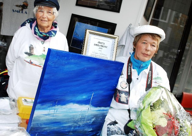 Wigdis Wollan fikk den første prisen som Årets smølabone i 2008. Her sammen med mamma Peggy Wollan.