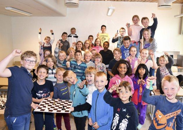 POPULÆRT: 39 elever ved Enger skole har spilt sjakk i storefri i flere uker.