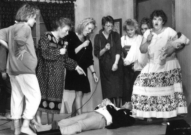 1990: Revyen Go`kvæll Bjoneroa fikk gode kritiker i 1990.