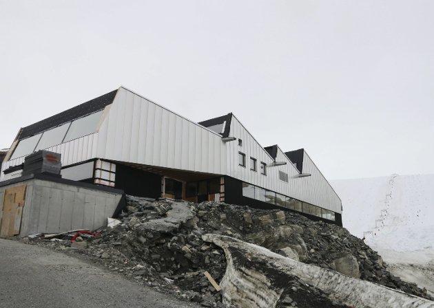 Det nye visningsenteret på Folgefonna stod klart til årets sesong. Tross et utfordrende år, har aktørene på isbreen klart å omstille driften i rekordfart.