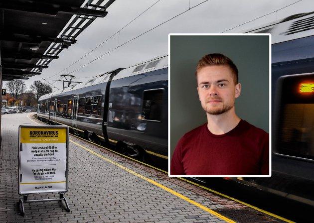 FOLKETOMT: Pandemien har tatt knekken på mesteparten av den før så sedvanlige knuffingen ved av- og påstigning på Tønsberg stasjon.