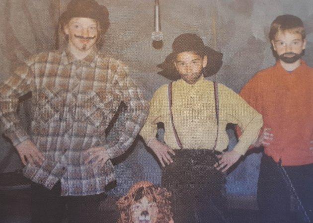 RØVERE: Kari Bjørnstadjordet som Kasper, Gine Grimsbu som Jonatan, Aleksander Røsten som Jesper og Vilde Israelsen som løven.