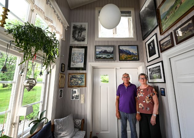 Hjemme hos Lisa Hauknes Enoksen og Knut Enoksen på Hauknes. Inngangspartiet er det eneste i huset som ikke er originalt.