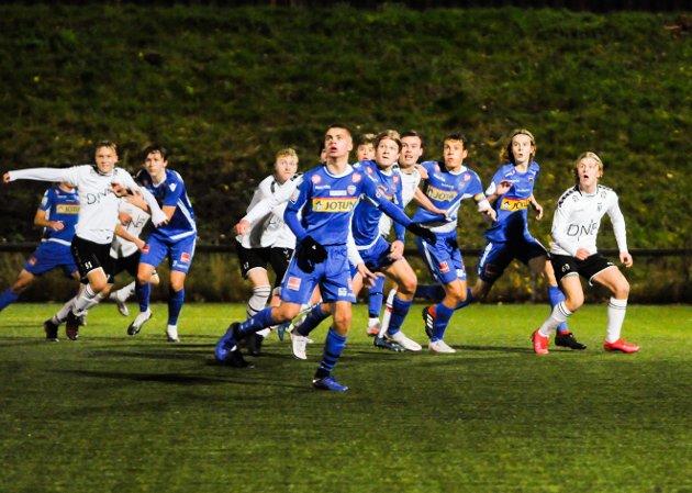 To jevne og gode lag møttes på Gressbanen onsdag kveld. Til slutt kunne ingen klage på at Sandefjord stakk av med seieren.
