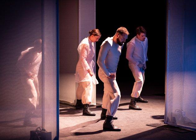 BILLEDTEKST: Mathilde Caeyers er en dansekunstner fra Tromsø. Hennes forestilling New Religion vises som en del av festspillenes satsingsprogram Ungkunst. Foto: Kristin Rønning