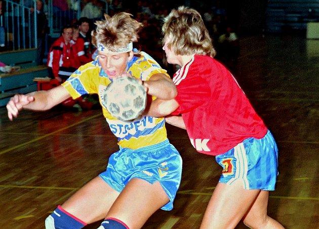 Brit Solberg i aksjon for Faaberg etter hjemkomsten fra Byåsen. Der hun var sterkt delaktig i at laget tok steget til landets øverste divisjon.