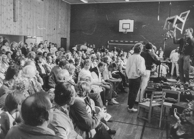 Bent Lundsrud med auksjon på Knapstad skole oktober 1986.