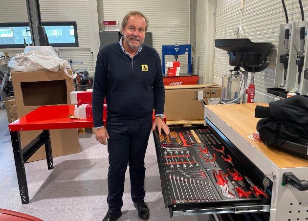 Til sammen er det åtte produksjonsplasser i det nye lokalet i Olav V gate 102. - Her har alle hver sitt verktøy, sier Willy Hanssen.
