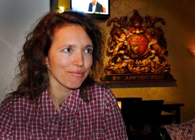 NY BOK: Forfatteren Cathrine Knudsen fra Modum gir ut romanen «Den siste hjelperen» på Karl Ove Knausgårds forlag Pelikanen.