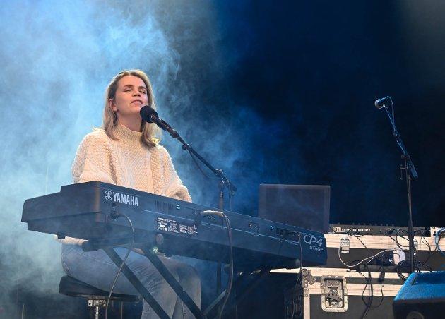 AKTIV: Ingrid Olava er blant de mange artistene som i koronatida har spilt konsert via nettet. Lillehammer-artisten har også spilt inn en egen støttesang.