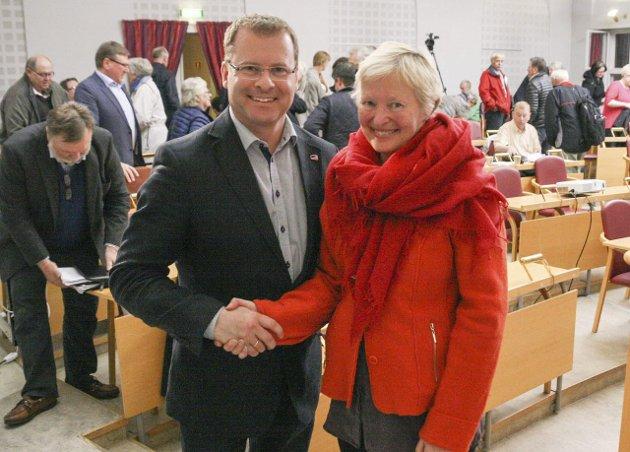 ENIGE: Dette bildet av Roar Lund (H) og Elisabeth Giske (Ap) er det Tormod R. Ausland refererer til. Arkivbilde.