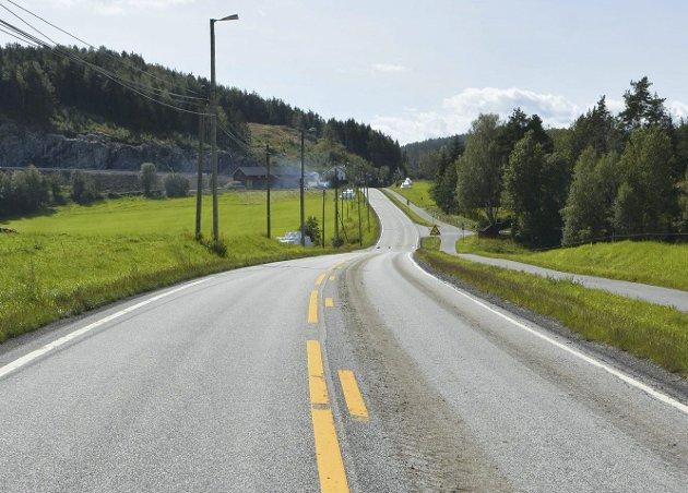Omkjøringsvei: Berit Varden mener det var feil å stenge den gamle veien fra Amtmannsvingen til Fiane ved Nygård. Arkivfoto
