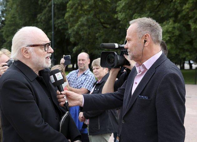 Siste jobben til  Nils Gunnar Lie i 2016 var på gardens drilloppvisning på Slottsplassen fra Slottsbalkongen. Han intervjuvet Kjell Arne Totland.