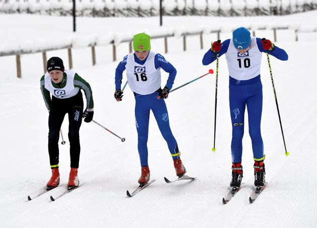 Det ble mange spurtdueller på Birkebeineren Skistadion lørdag. Fra vemstre: Andreas Krohg Røssum, Kvam, Oscar Smogeli Opsann, Follebu og Kristian Stenersen, ØTI.