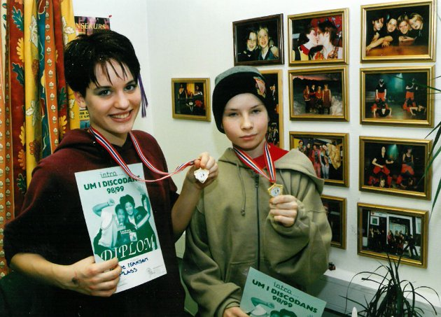 DISCODANS: I januar 1999 deltok Tonje Isaksen (t.v.) og Christopher Walle i UM (Ungdomsmesterskap) i discodans. Det skjedde i Kirkenes.