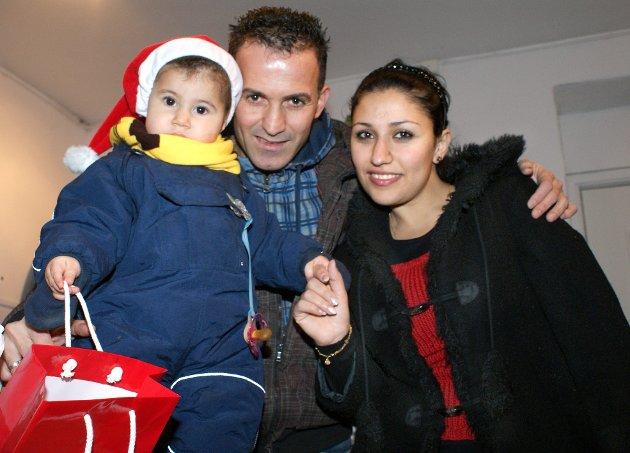 ANDRE JUL I NORGE: Line og Saman Taufik med sønnen Daro (14 mnd.) feirer etter både arabiske, kurdiske og norske tradisjoner. (2009)