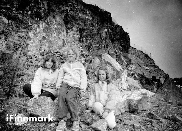 Farlig lekeplass. Margrethe, Christine og Mette Sannes. 03.06.1991.