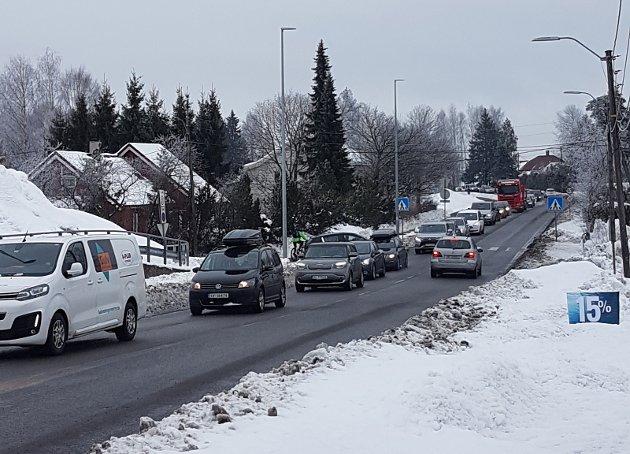 – Må prioriteres: Vi vil ha tunnel eller omkjøringsvei for å slippe trafikken fra de prioriterte områdene på Øvre Romerike, skriver innsenderen som ønsker å finne løsning på trafikkproblemene på Skedsmokorset.