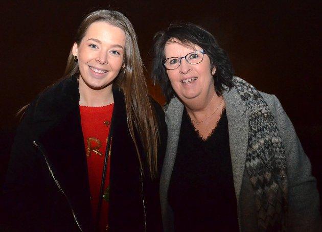 BLE MER MOR: – Hyggelig at ett av barna hadde tid og anledning til å være med på konsert, sier Torgunn Ness og datteren Pernille Johansen.