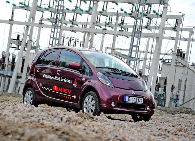 «Bil og strøm er sant»: Bellona vil ikke akseptere at det er de tre prosentene elbiler som får kritikk når det er fossilbiler som gjør at mennesker dør for tidlig på grunn av luftforurensning.