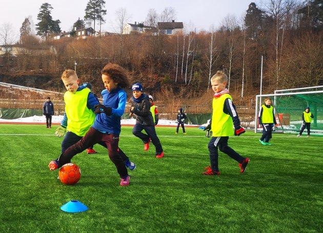 Lionel ( 7) i spissen med ballen.