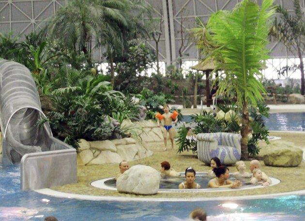 REISELIV 2/Uke 07/Badeland ¬ Tekst til bilde nr 20060213-020: Tekst til bilde nr 20060213-020: Tropical Island er et innendørs jungel– og badeparadis som ligger i en enorm flyhangar litt utenfor Berlin. (Foto: Tropical Island/ANB)