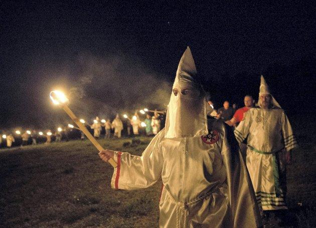 Fantaserer: Vår gjesteskribent har funnet igjen julekuler som han i sin tid kjøpte i Trump Tower, og nå har han fantasier om at Celina Midelfart ble USA s førstedame og pynter treet i Det Hvite Hus mens ungdomskoret til Ku Klux Klan synger «White Christmas» i bakgrunnen. FOTO: NTB/SCANPIX