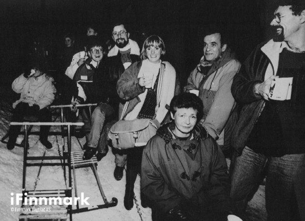 Årets julegløgg i Alta ble svært innholdsrik. Blant annet ble gjestene tatt med på spark ut i skogen for å se lysbilder. 14.12.1992.