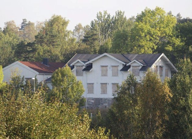 OMSTRIDT RIVING: Solhøy gamle skole er et signalbygg i Son. Foto: Mattias Mellquist