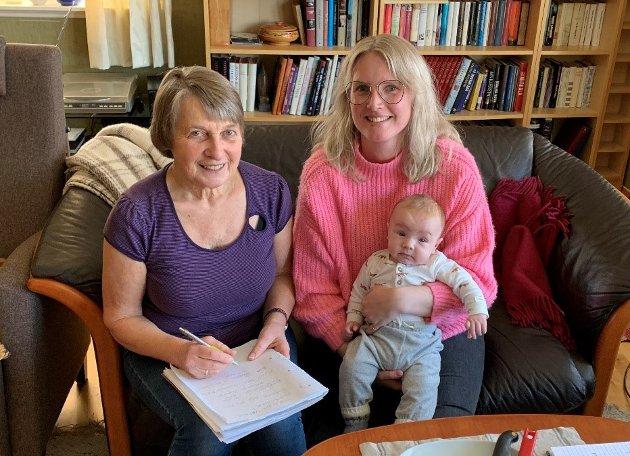 Kristin Ringerud og Silje Glæserud Hjelmtvedt, med lille Melvin på armen, håper på stor deltakelse når det inviteres til diskusjon om framtidas Bøverbru.