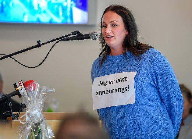 Studentrepresentant Kathrine Øines Dishington Johnsen forutsetter at de som startet på studier ved Nesna i høst, også får fullføre der.  Her er hun fotografert under studieåpningen i august.