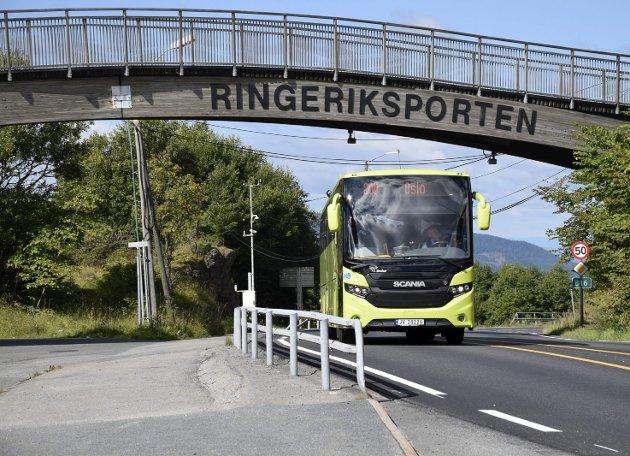 Brakar har lagt om tilbudet for Oslobussen til ikke å omfatte kjøring om Utstranda. Slikt skaper debatt.