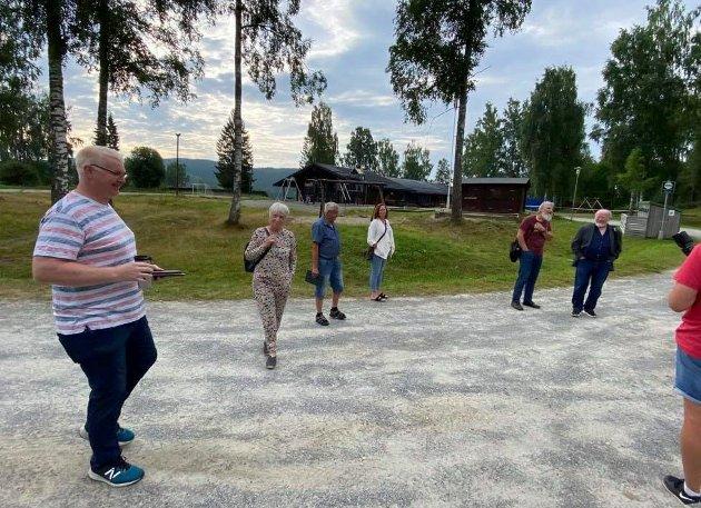 SKOLE: Politikerne i utvalget for oppvekst på besøk hos Fossen skole i Ringsaker.