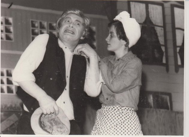 Odda Dramatiske Selskap-Godvakker Maren i november 1985. På de skrå bredder, står det under bildet.