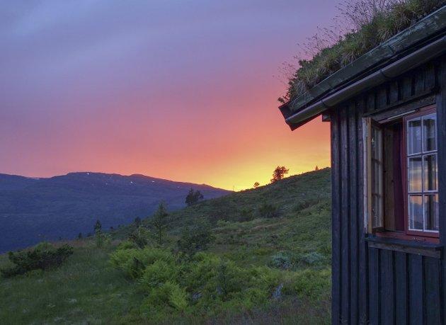 Ikke så verst: En solnedgang i Trollheimen er ikke noe dårlig alternativ til ferie ved sydlige strender.
