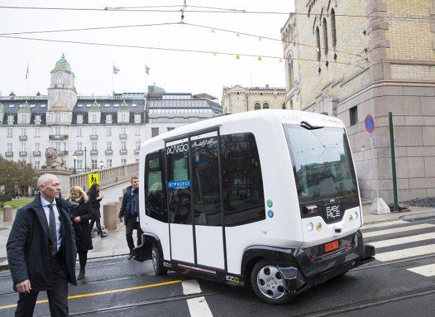 Selvkjørende buss er fremtiden, konstaterer Tom Christer Nilsen i dag.