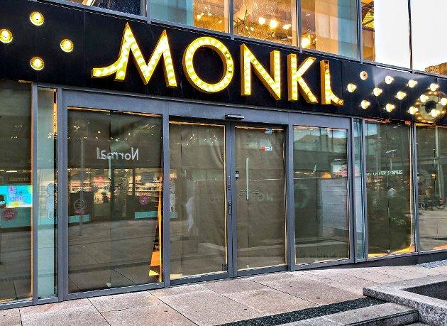 H&M-kvartalet, som huset tre store butikklokaler som Monki (bildet), eid av Cityplan AS (Sander Grundvig) og Haas AS (Akselsen-familien).