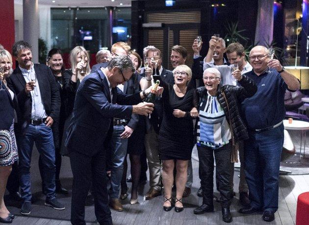 Neppe reprise: Slik feiret Halden Høyre det formidable valgresultatet for fire år siden. Etter alle solemerker å dømme skjer det ikke igjen på mandag. Arkivfoto: David Engmo